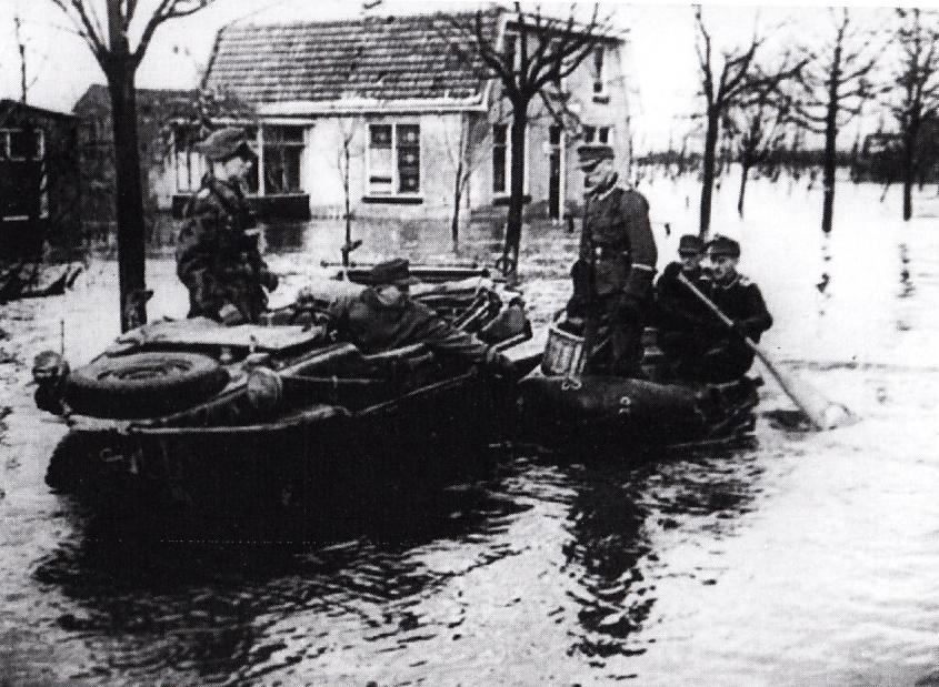 83. Bombardement op de dijk
