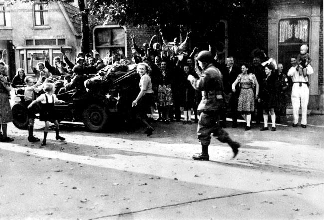 10. Duitse trein ontsnapt door bevrijd gebied